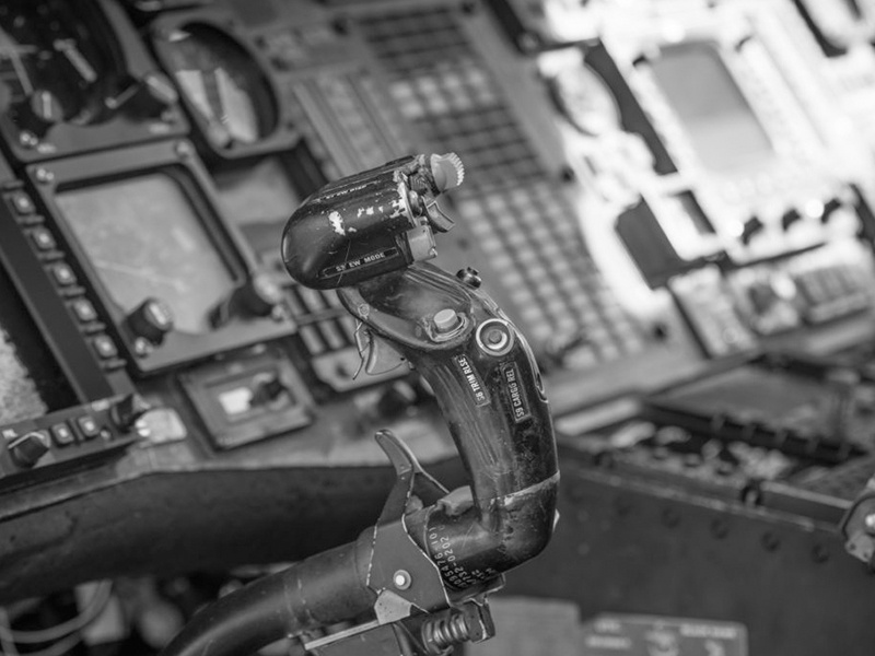 Aircraft Control: Stick Or Yoke? Why Is It Important To Master Both?
